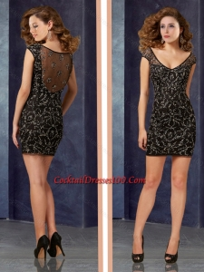 Hot Sale Column V Neck Laced Short Women Cocktail Dress in Black