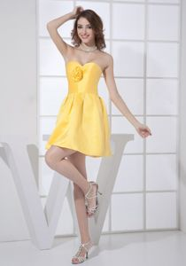 Simple Yellow Sweetheart Cocktail Homecoming Dress with Flower