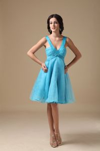 Gorgeous V-neck Knee-length Cocktail Dresses For Prom in Aqua