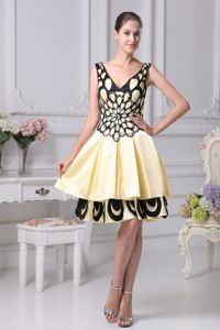V-neck Knee-length Yellow Prom Cocktail Dresses with Appliques