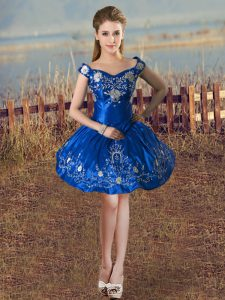 Fabulous Off The Shoulder Sleeveless Lace Up Cocktail Dresses Royal Blue Taffeta