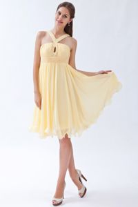 Yellow V-neck Knee-length Chiffon Cocktails Dresses with Beading