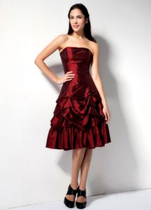 Strapless Knee-length Burgundy Cocktail Dresses with Pick-ups