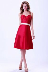 Sweetheart Knee-length Wine Red Cocktail Dresses with White Belt