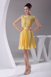 Yellow Pleat Scoop Cocktail Dress for Celebrity with Lace Decorate