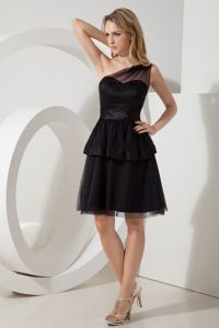 Popular Knee-length One Shoulder Black Prom Cocktail Dress in Tulle