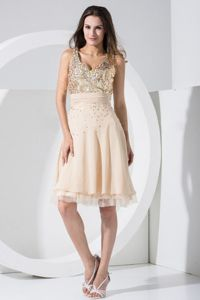 V-neck Knee-length Cocktail Dresses in Champagne with Sequins