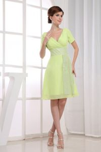 V-neck Knee-length Short Sleeves Cocktail Dress in Yellow Green