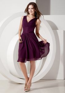Pretty V-neck Knee-length Ruched Dark Purple Cocktail Dresses