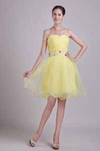 Sweetheart Ruched Yellow Short Cocktail Dresses with Beading