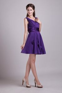 V-neck Short Cocktail Dresses in Purple with Handmade Flowers