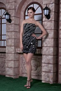 Sequins and Beading Black Column Strapless Cocktail Dress