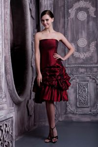 Knee-length Burgundy Taffeta Cocktail Dresses with Pick-ups